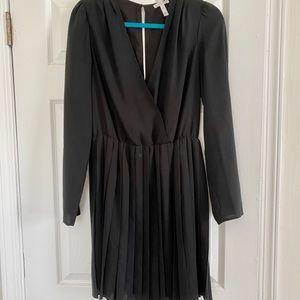 Pleated mini dress. Size medium.